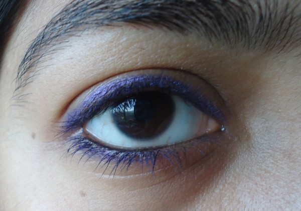 DSC00275 600x422 Avon Glimmersticks Ultra Brights Eyeliner Purple Punch Review, Swatches, EOTD