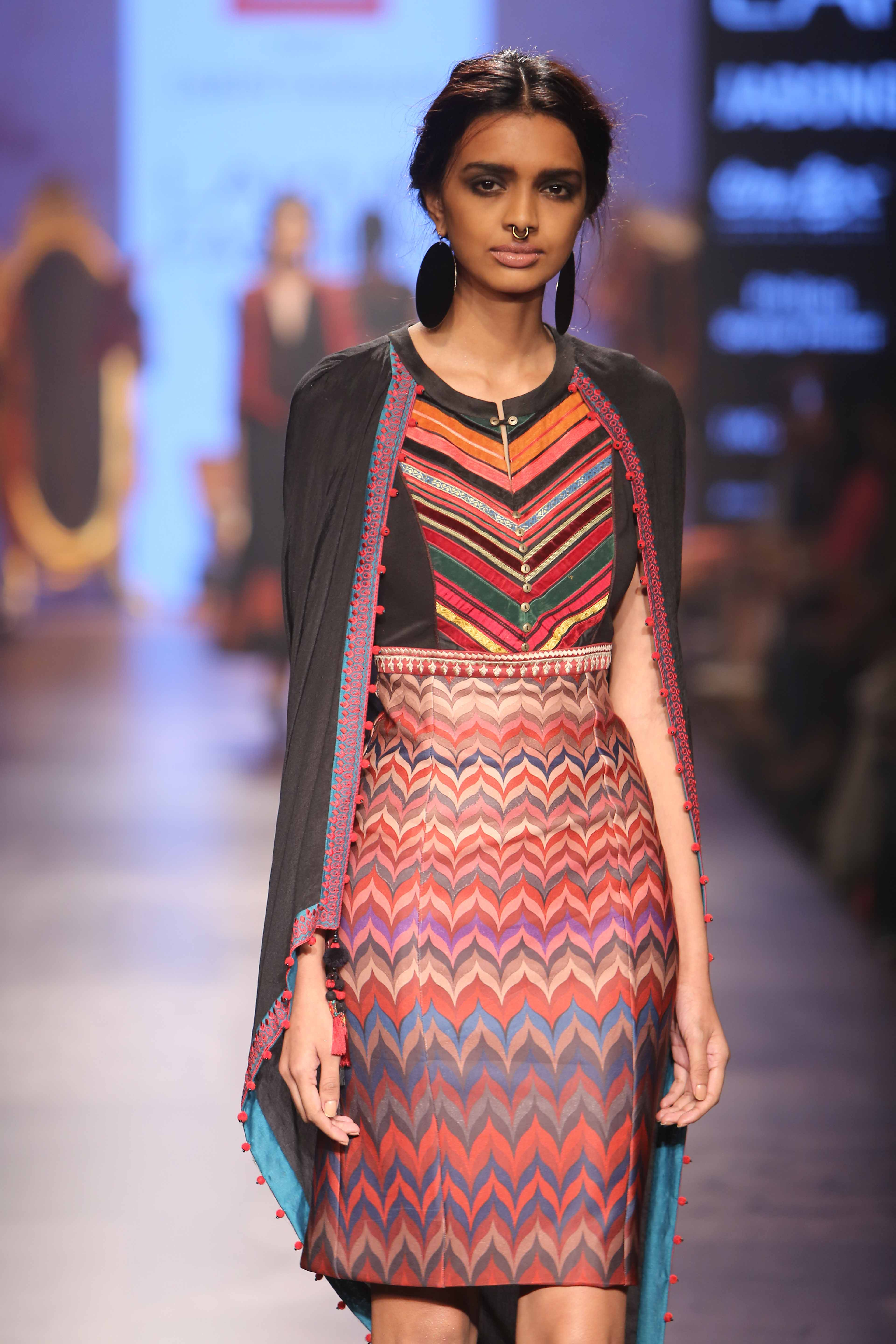 Review Reliance Trends Tarun Tahiliani Collection At Lfw