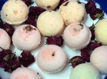 Aroma Essentials Bath Bombs Review, Bath Bombs, Bath Bombs in India,Skincare, Indian Skincare Blog